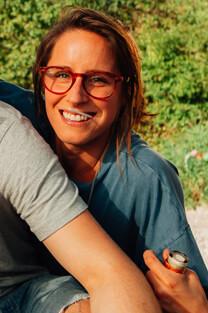 Nirgendwo – Chillen am See – Kirsten – Brille