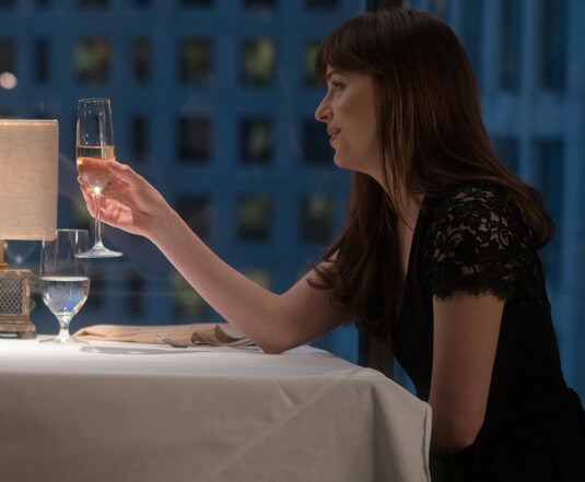 Fifty Shades of Grey 2 – Ein Dinner mit atemberaubender Aussicht – Anastasia Steele – Kleid