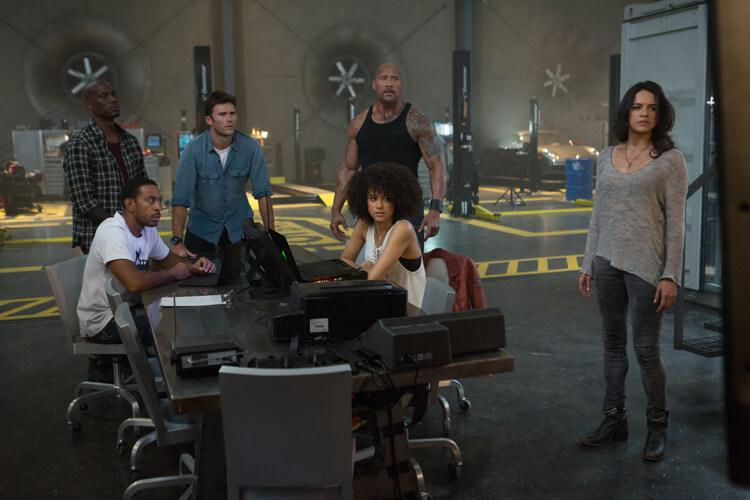Fast & Furious 8 – Teambesprechung im Hauptquartier