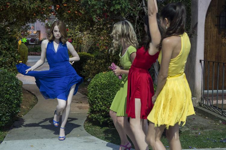 LA LA LAND – Farbenfrohe Kleider von Emma Stone und ihren Freundinnen