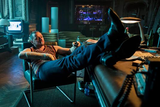 Atomic Blonde – Ein entspannter Arbeitstag – David Percival – Pullunder