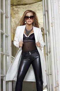 Anastacia – Pressefotoshooting – Selbstbewusster Look – Anastacia – Lederhose