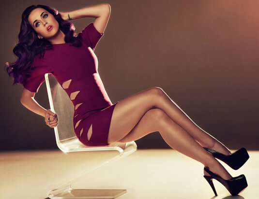 Katy Perry – Fotoshooting für den Hollywood Reporter – Die passende Haarfarbe zum Outfit – Katy Perry – Kleid