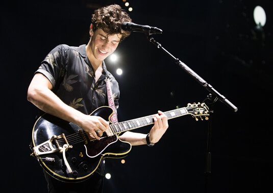 Shawn Mendes – Illuminate World Tour – Shawn Mendes in California – Shawn Mendes – Gitarre