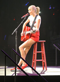 Taylor Swift – Konzert für die Red Tour – Taylor Swift in LA – Taylor Swift – Gitarre
