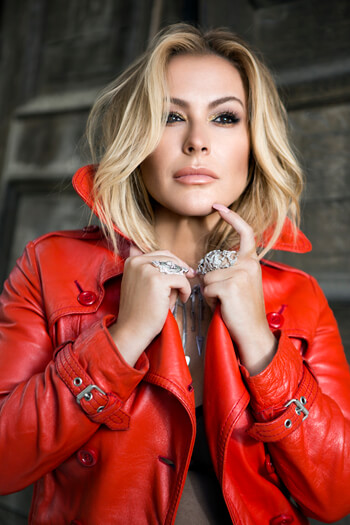 Anastacia – Fotoshooting für die Single Caught in the Middle – Anastacia startet mit neuer Single durch